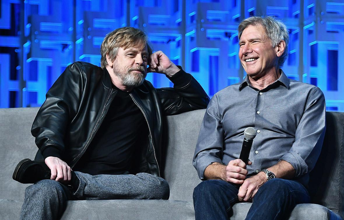 Los actores Mark  Hamill (izq.) y Harrison Ford durante el lanzamiento del 'teaser' de la película.