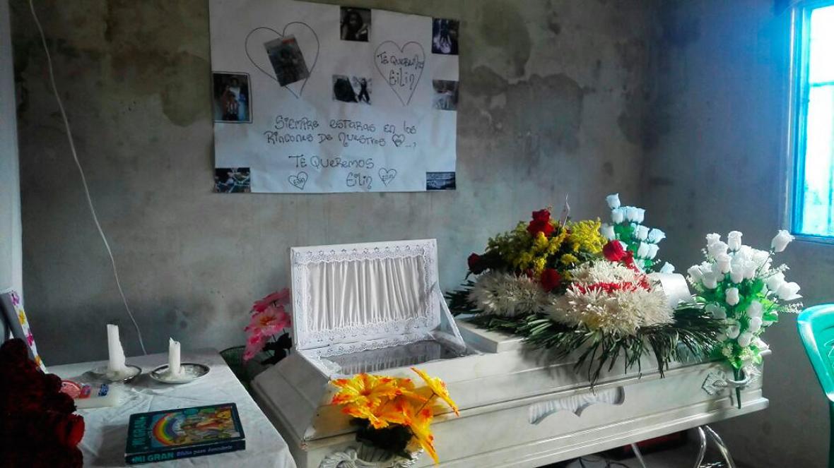 El cuerpo de la niña está siendo velado en la sala de su casa en el barrio La Cordialidad.