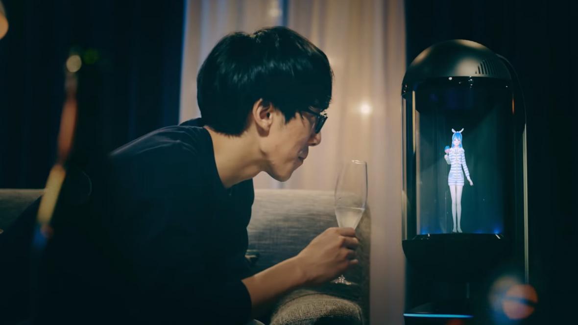 El dispositivo con holograma puede comunicarse con el comprador.