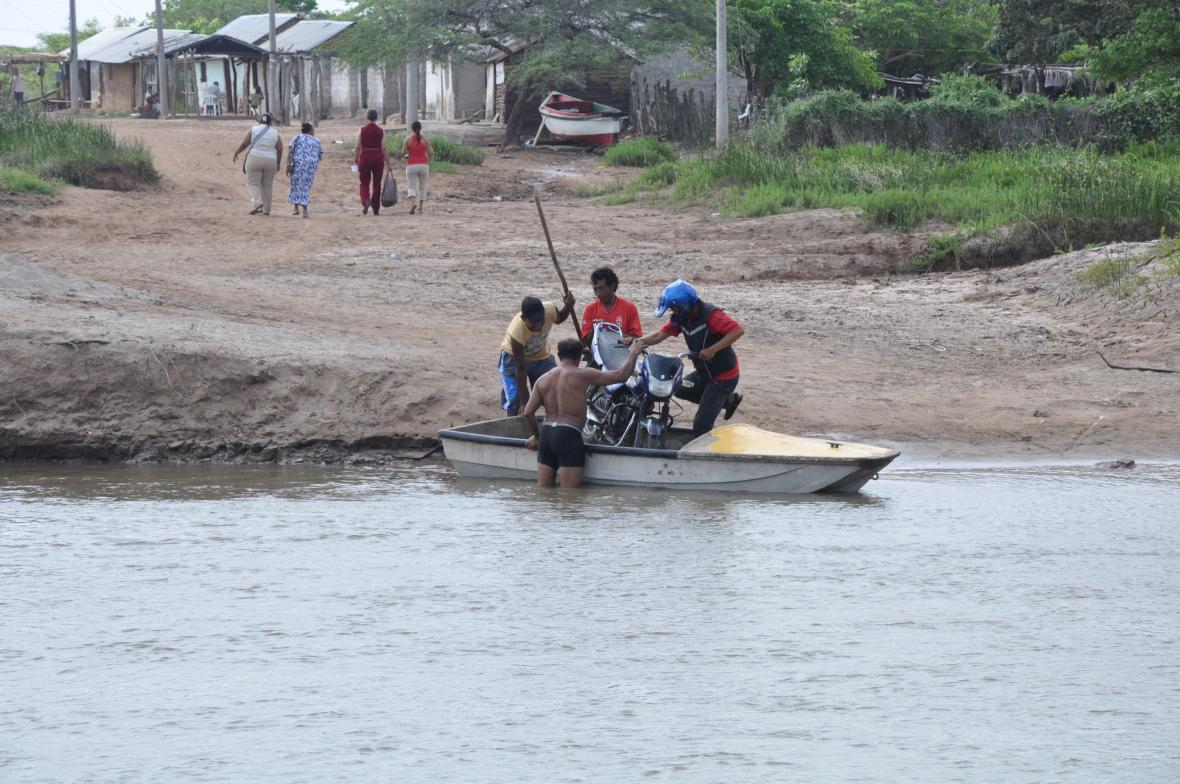En canoas improvisadas los pancheros pasaban el río Calancala.