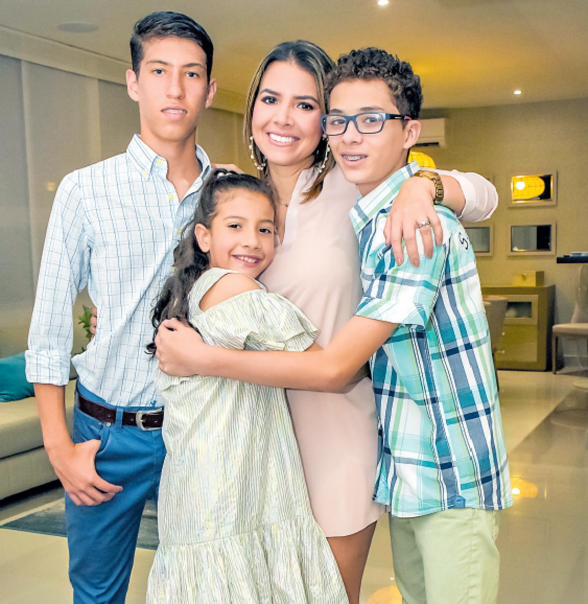 Carlos Daniel Acevedo, Paola Salazar, Juan Diego Acevedo y Luciana Jaimes.