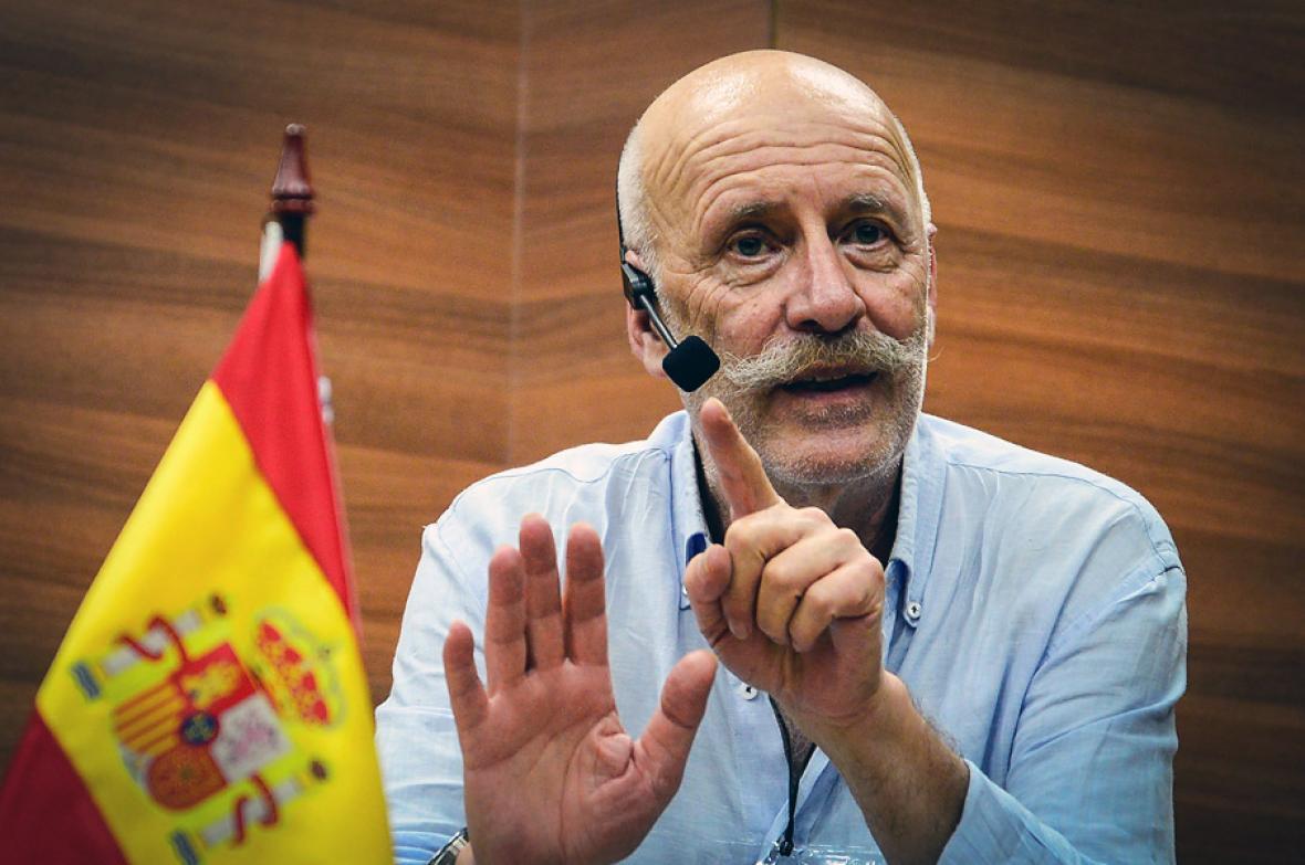 Rafael Manzano, periodista español.