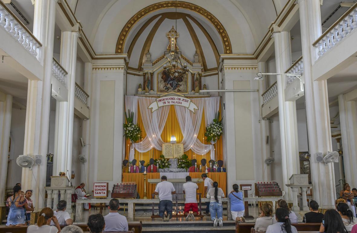 En la parroquia Nuestra Señora del Perpetuo Socorro los creyentes estuvieron en adoración.