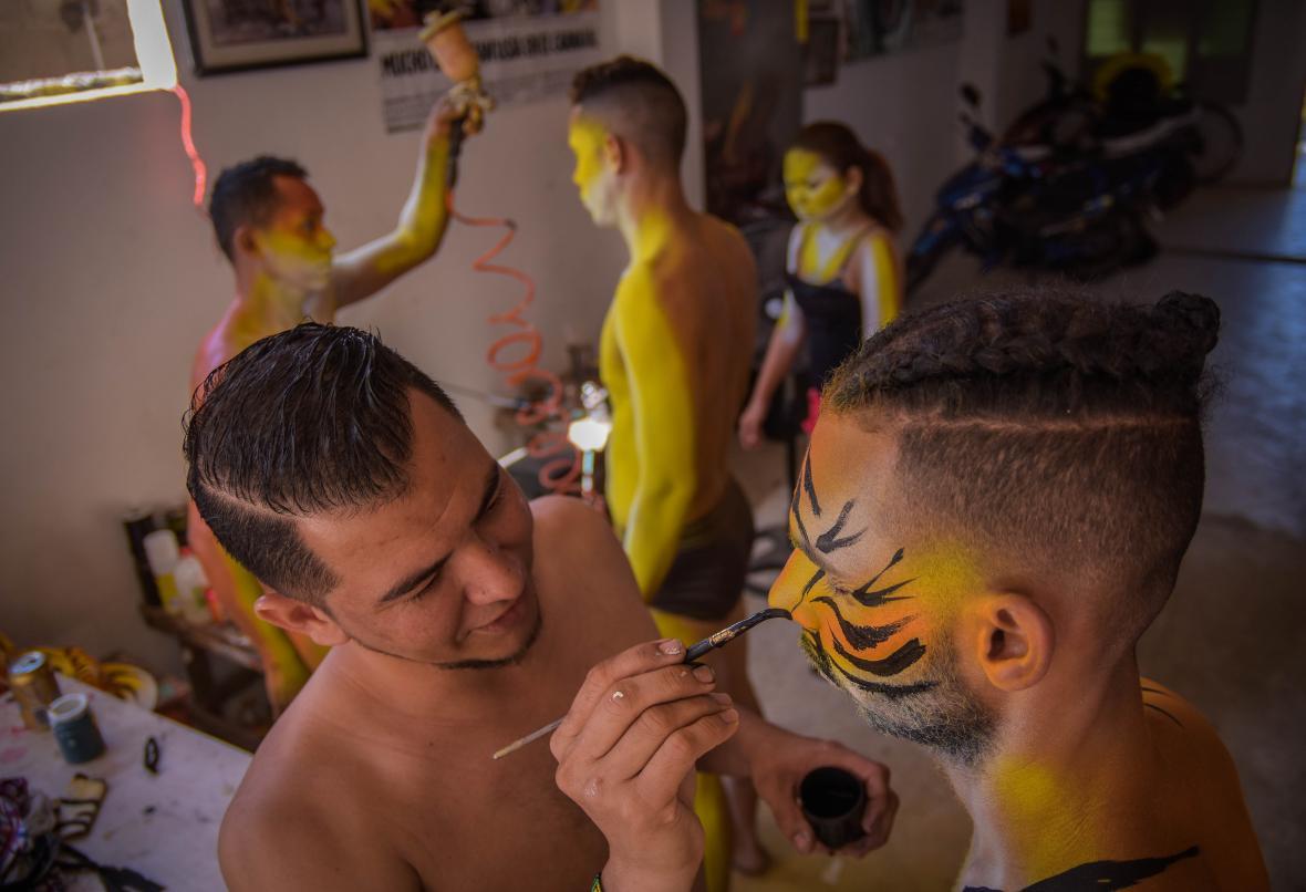 Luis Demetrio Llanos es el encargado de la transformación facial.