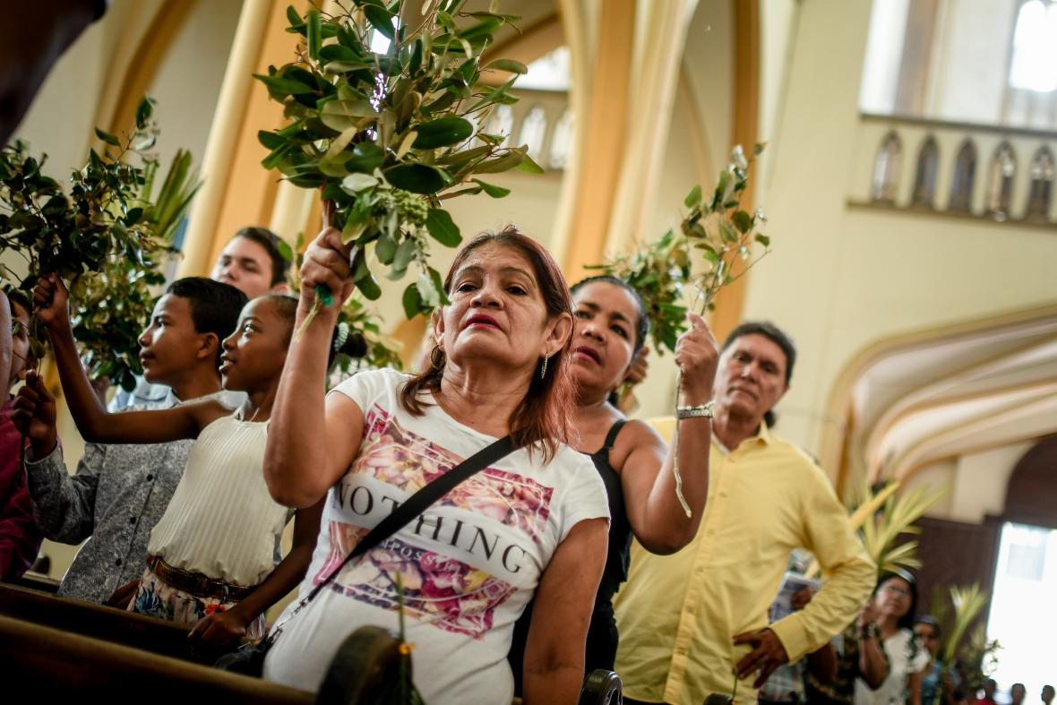 Feligreses de la Parroquia San Roque optaron por los ramos de olivo en vez de la palma de cera.