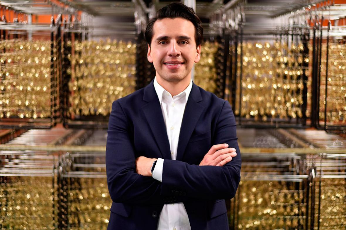 Diego Moncada, experto joyero colombiano.