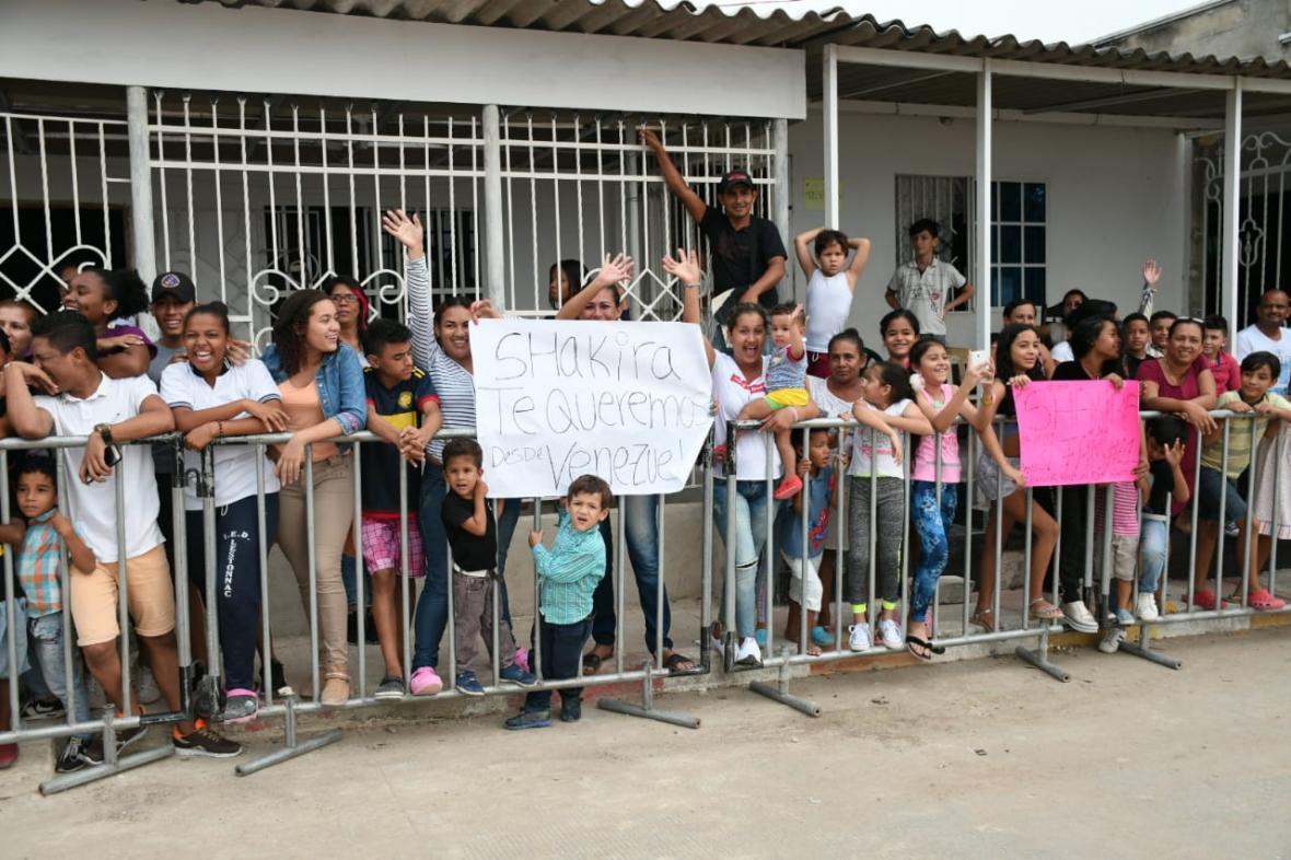 Shakira al Gobierno Nacional — Vamos para atrás