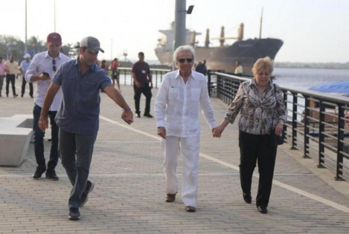 Alejandro Char, William Mebarak y Nidia Ripoll durante el recorrido en el Gran Malecón de río.