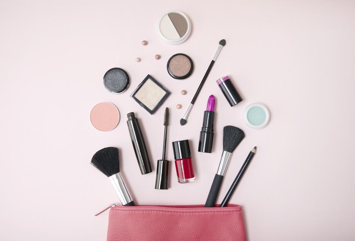 Los cosméticos de mala calidad o de imitación pueden afectar la salud de la piel.