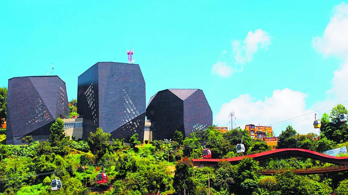 El Parque Biblioteca España, en la comuna 1 de Medellín, es una de las obras de El Equipo Mazzanti que resalta la revista italiana Domus.