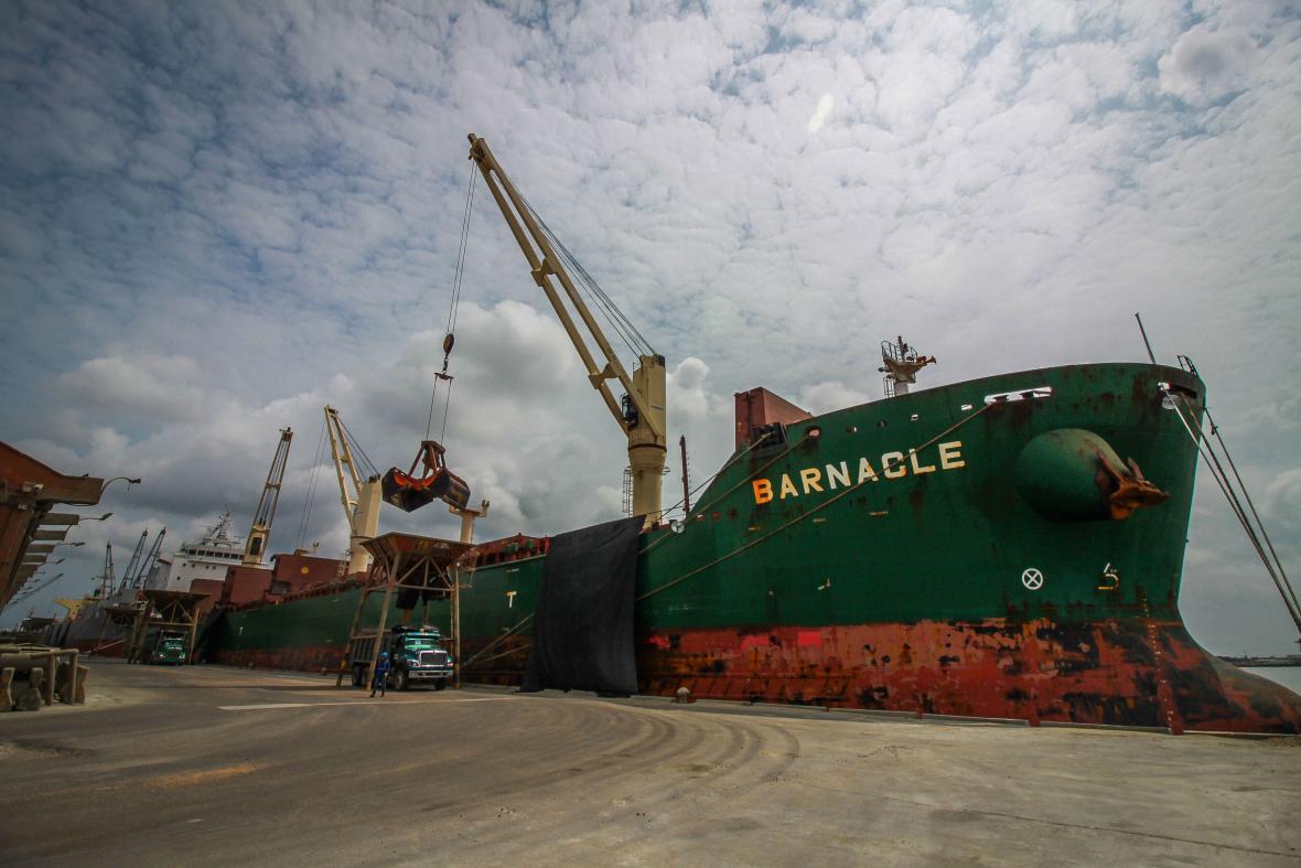Barco atracado en Sociedad Puerto de Barranquilla.