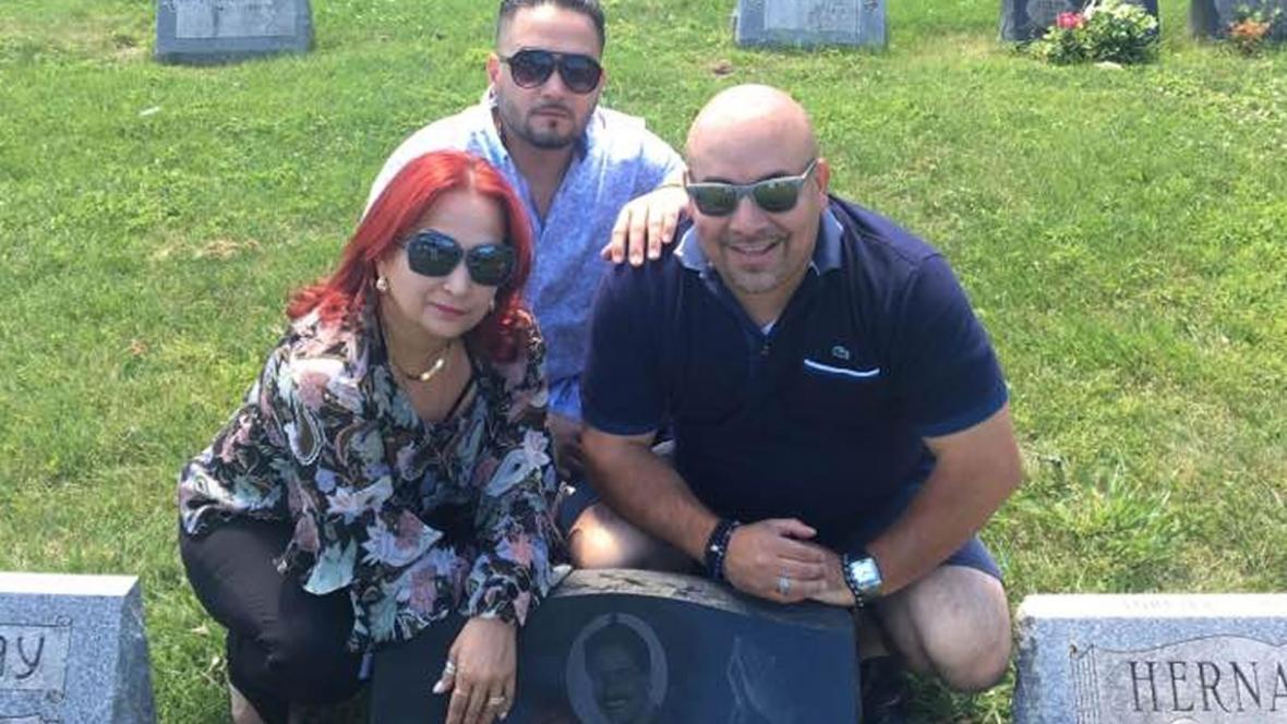 Judith junto a su hijo Frankie Jr. y su mánager Otto Serrano.