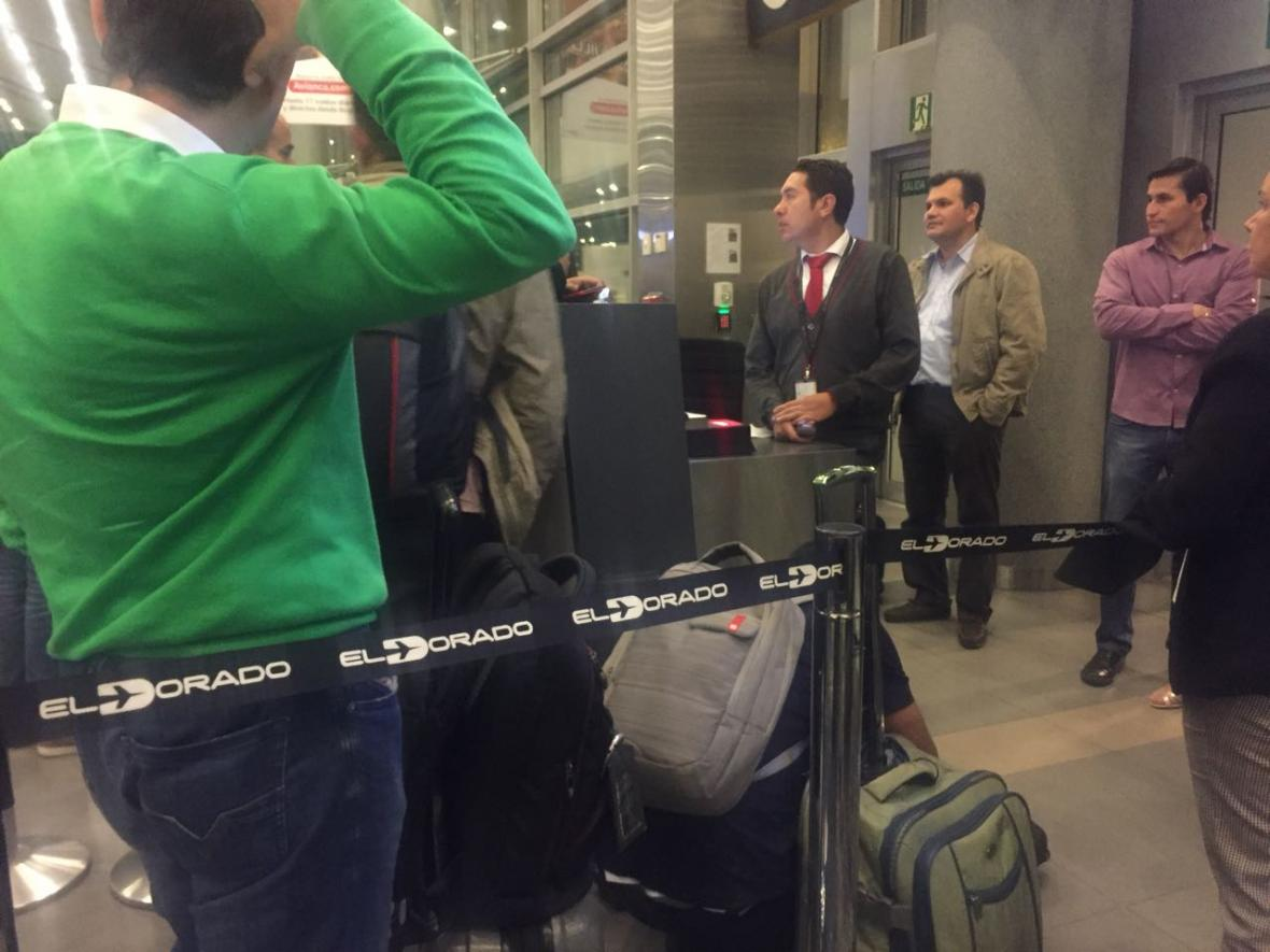 Pasajeros en el aeropuerto El Dorado de Bogotá.