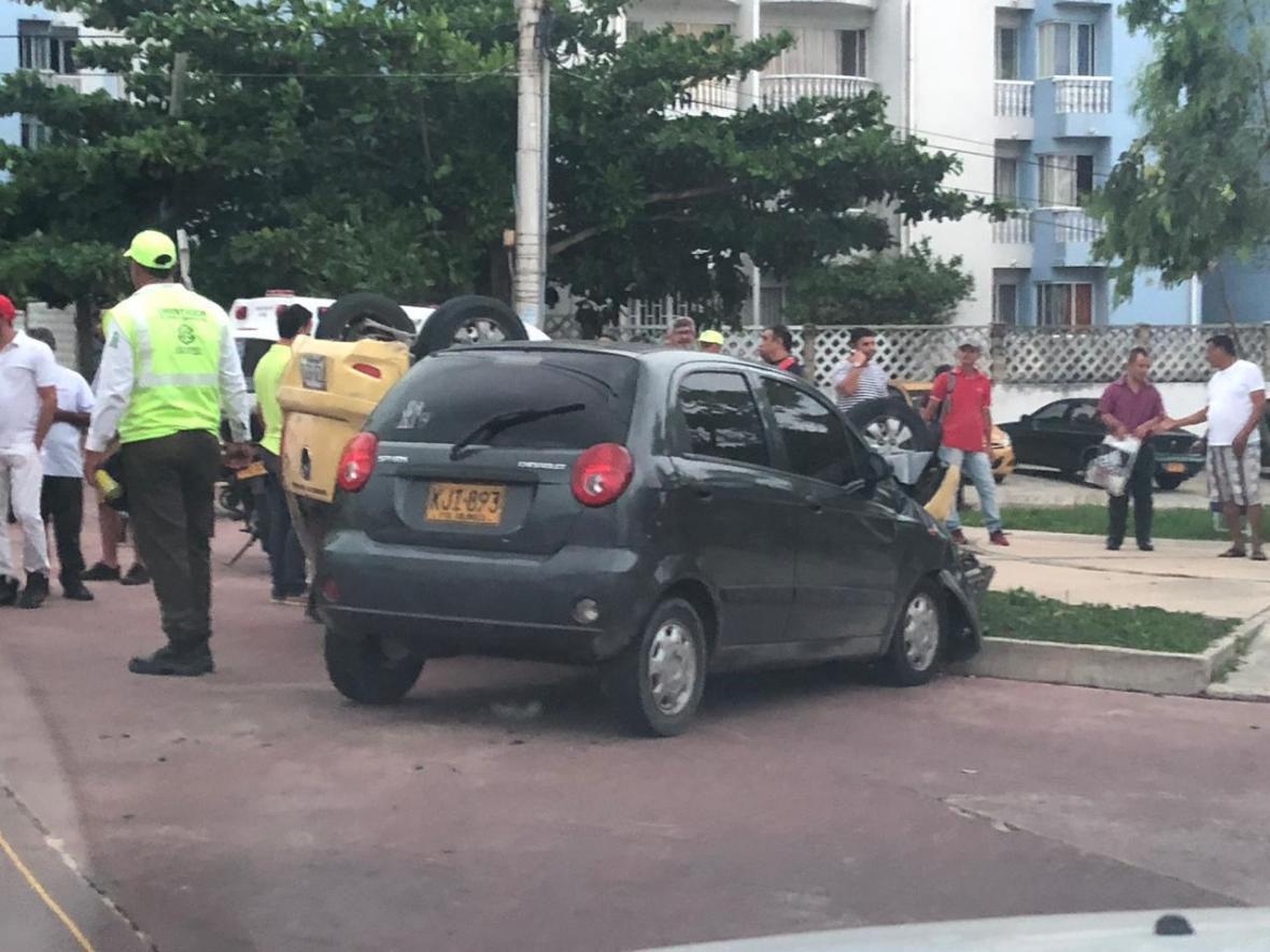 Al lugar llegaron dos ambulancias y agentes de la Policía de Tránsito.