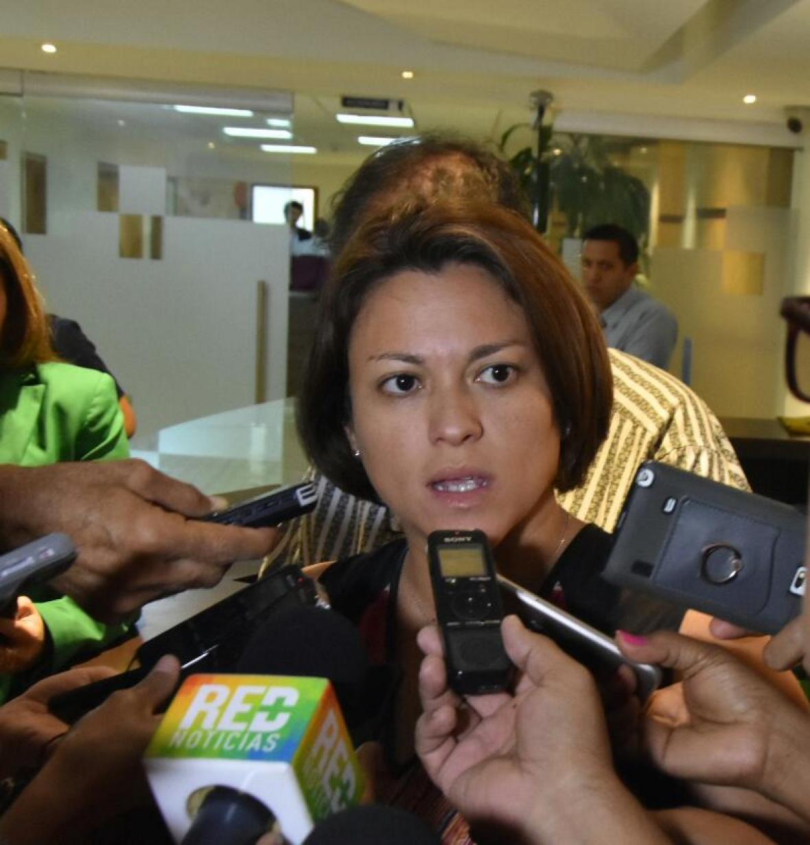 La superintendente de servicios públicos domiciliarios, Natasha Avendaño.