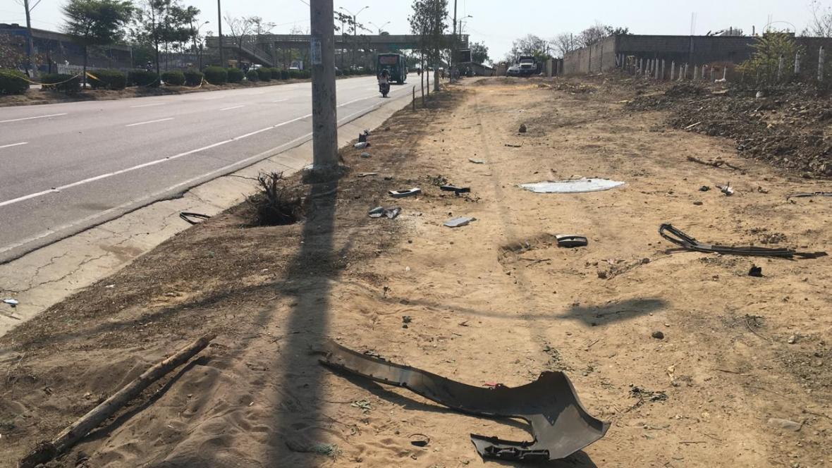 En este punto chocó el vehículo kia que embistió la moto en la que viajaban otras dos personas.