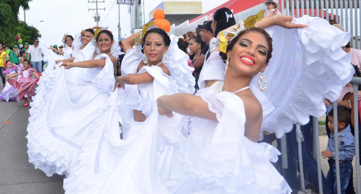 Las 14 candidatas del Reinado Popular del 20 de Enero en Sincelejo también desfilaron en el Veintenerito.