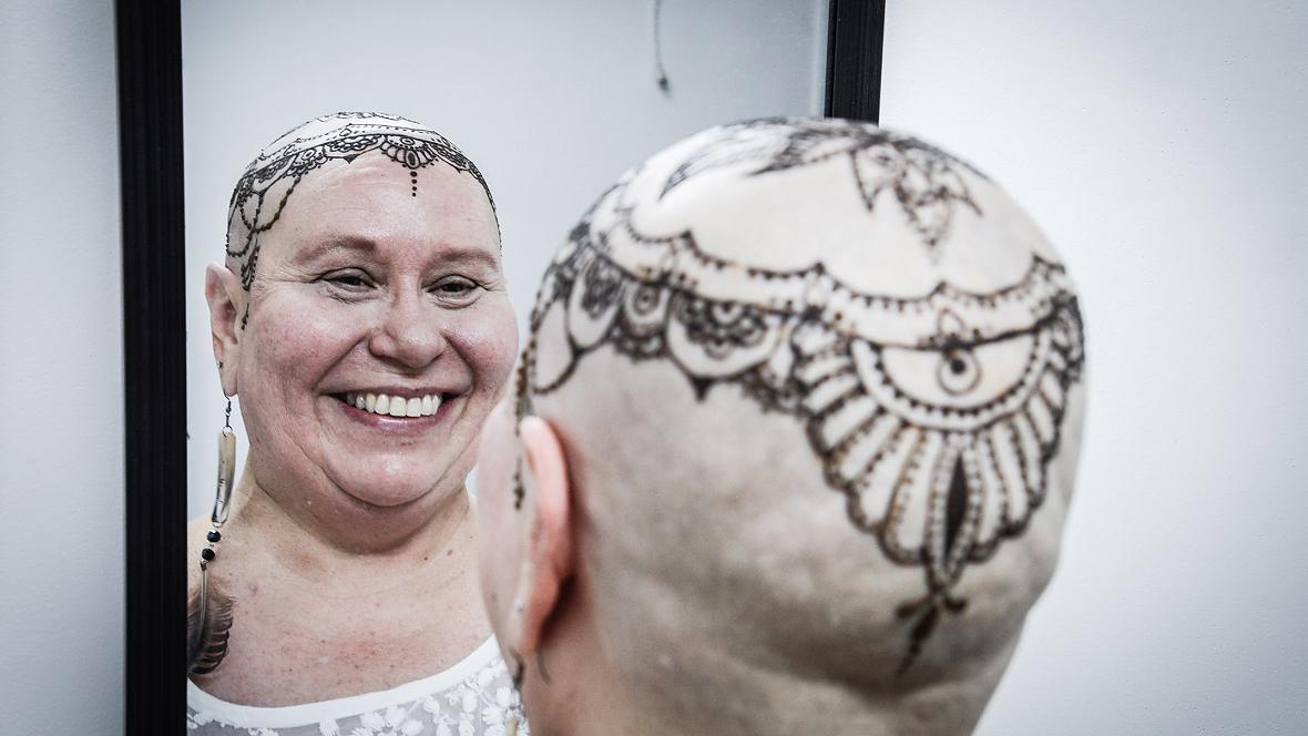 La Corona De Henna Que Reposa En La Cabeza De Una Luchadora