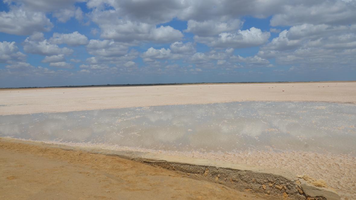 La esperanza está resumida en esta charca llamada Shorshimana, donde se empezará a cosechar la sal.