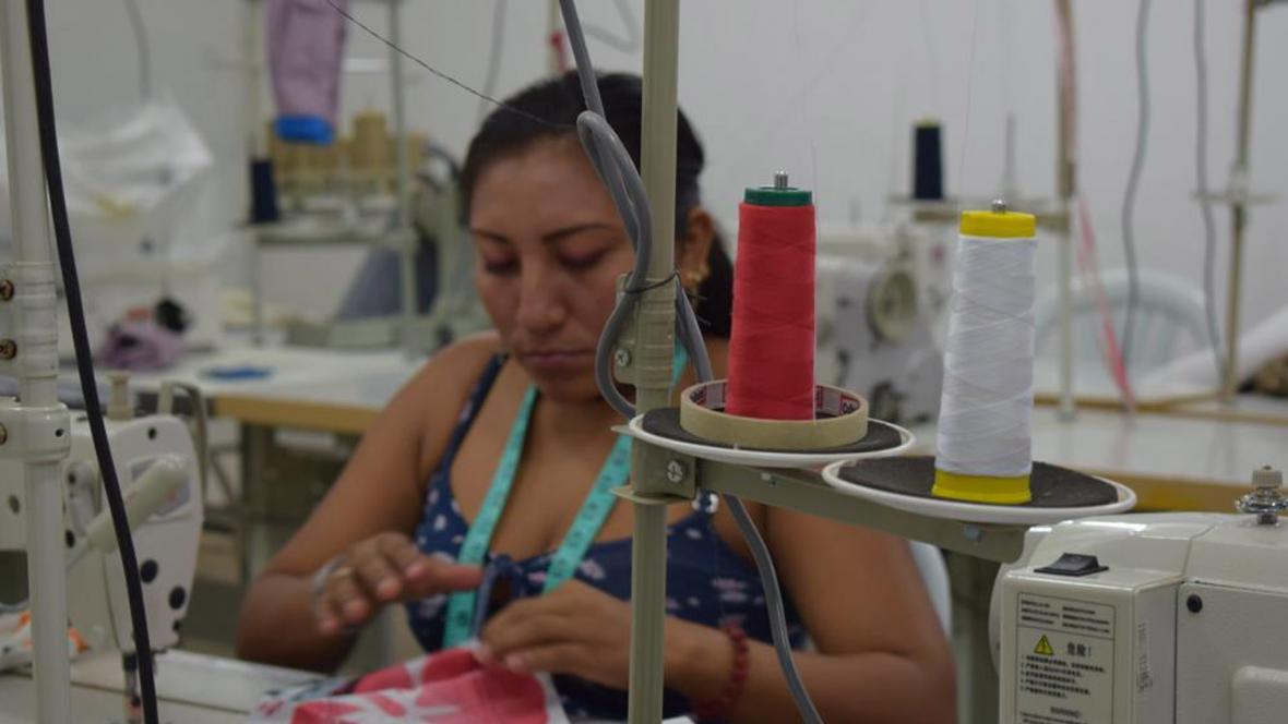 Los 19 excombatientes de las Farc que trabajaron en los talleres en Cesar y La Guajira, elaboraron 24 prendas para practicar senderismo.
