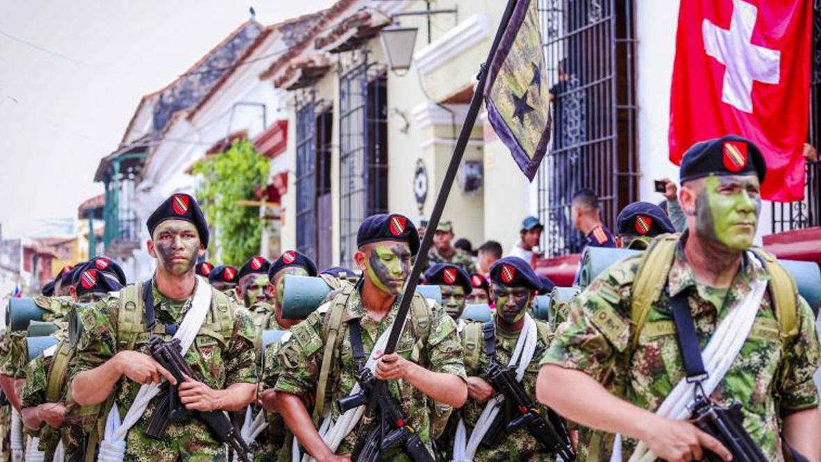 Con un desfile militar los momposinos conmemoraron el Bicentenario de la Independencia Nacional.