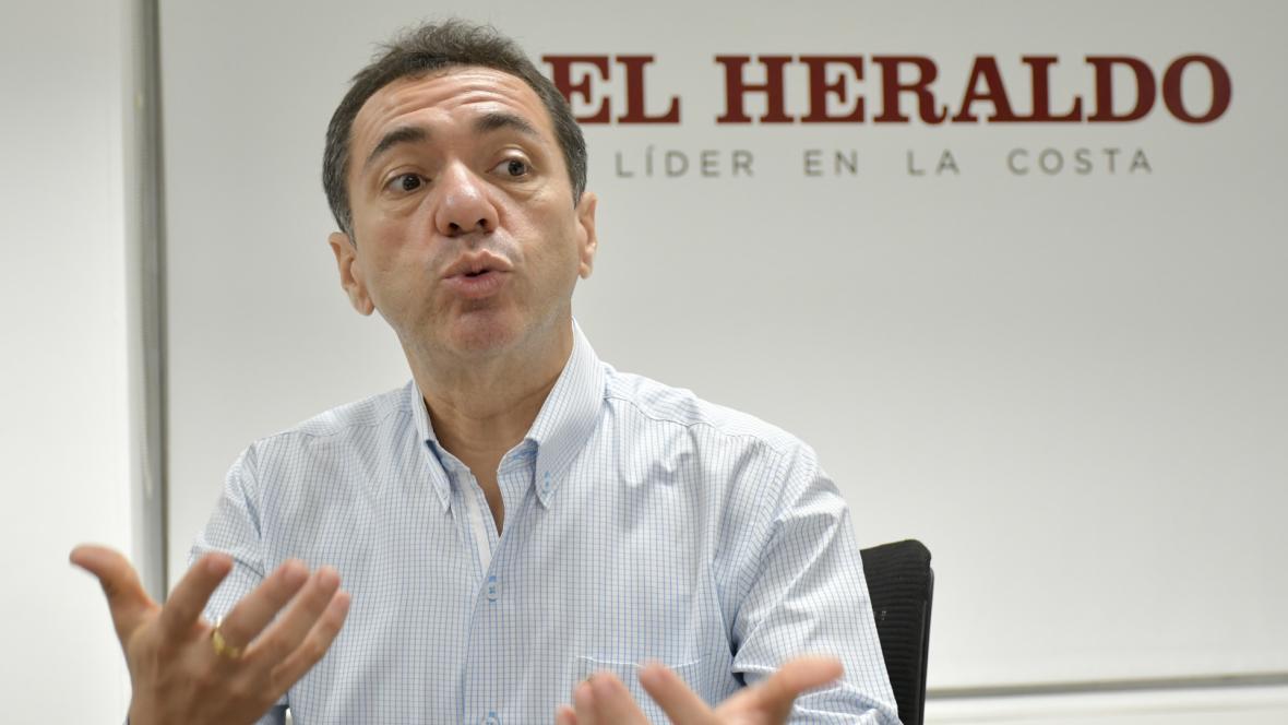 Jorge Restrepo, rector (e) de Uniatlántico, durante su visita a EL HERALDO.