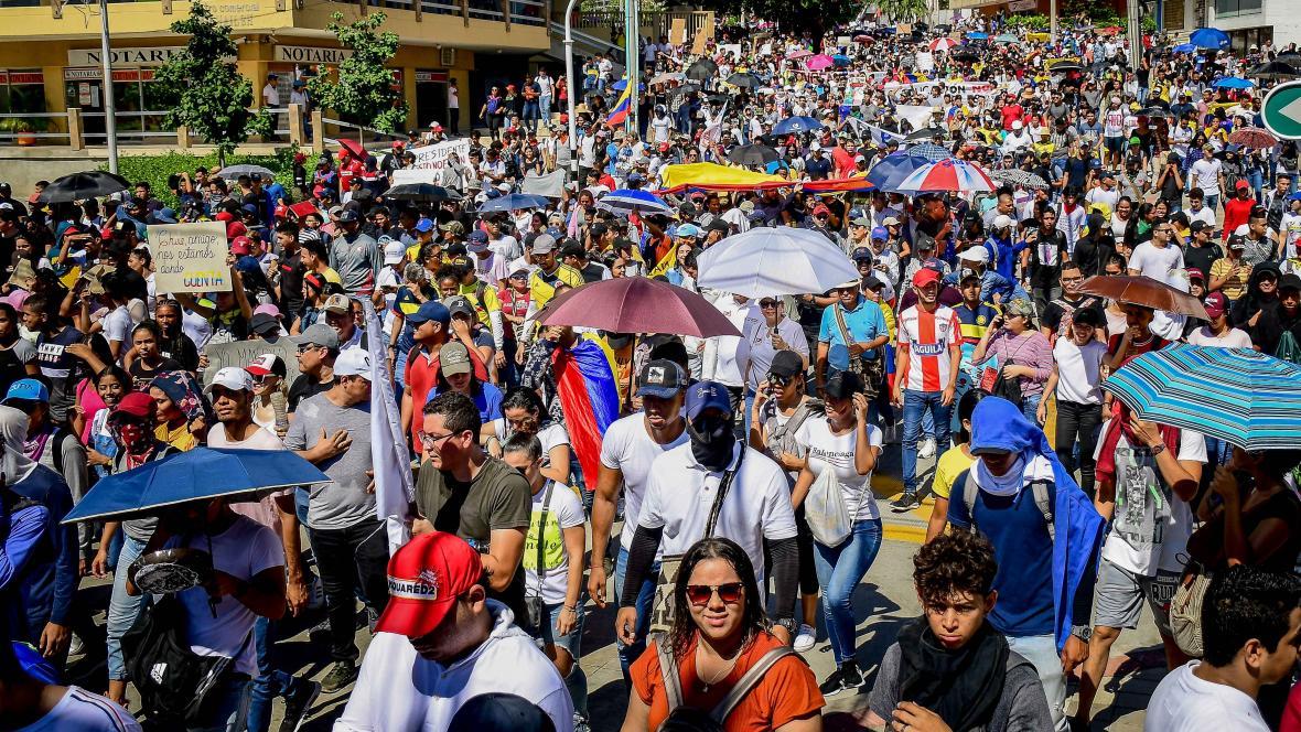 Miles de barranquilleros marcharon en paz el jueves. Este grupo de ciudadanos bajó por la carrera 51B.