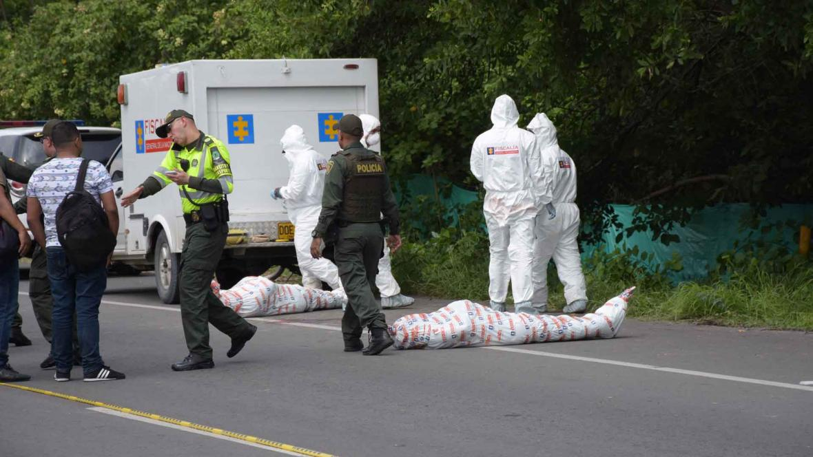 La Policía es la primera que debe llegar cuando ocurren los homicidios, como ocurrió con el hallazgo de tres cadáveres en la vía entre Las Flores y La Playa en septiembre de este año.