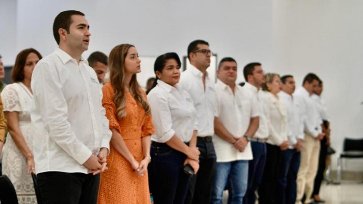 El gobernador de Bolívar, Vicente Blel, y su esposa Natalia Eljach, asistieron a una eucaristía. Los acompañaron los nuevos miembros del gabinete departamental.