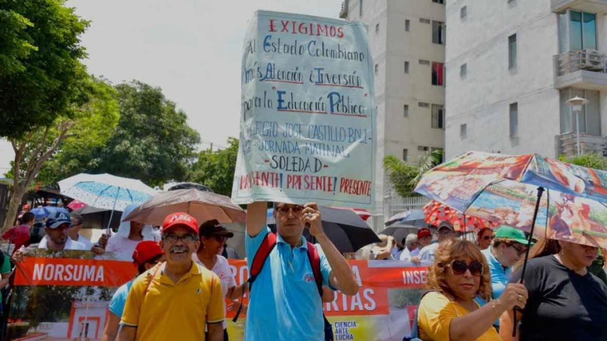 Miembros de Fecode durante una de las marchas realizadas en Barranquilla, como apoyo al paro nacional.