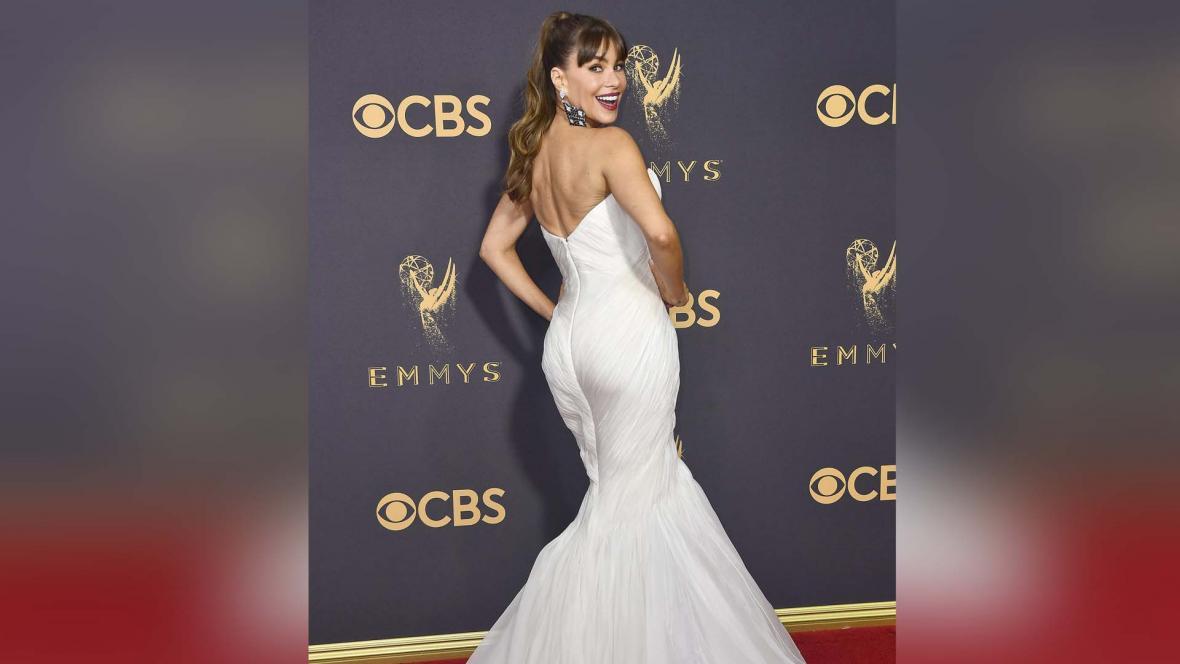 La barranquillera posando en la alfombra roja de los premios Emmy 2017.