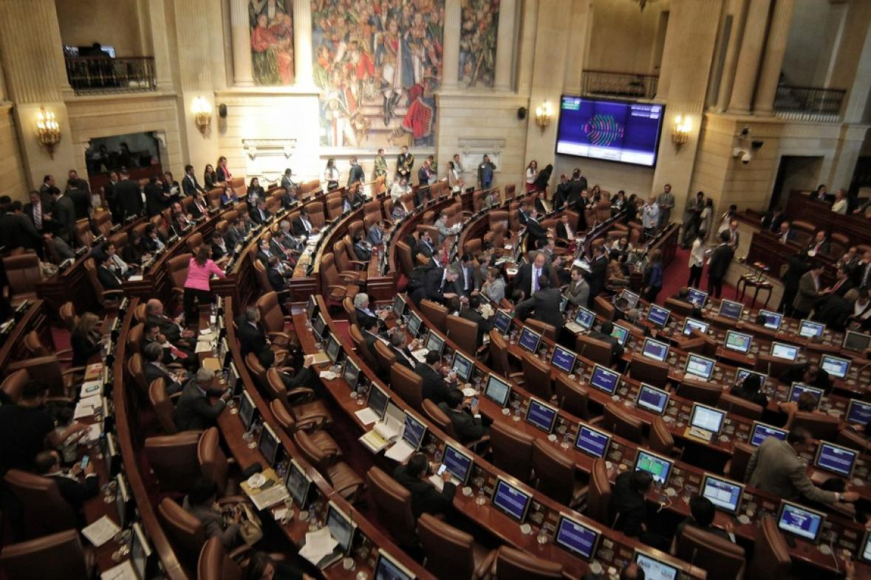 Aspecto de un debate de la plenaria del Senado de la República, sesionando en el Capitolio Nacional.