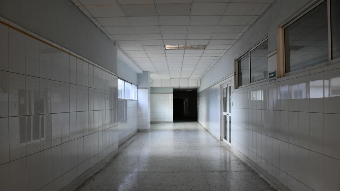 Completamente vacíos se ven los pasillos y salas de espera del hospital Universitario Cari E.S.E de alta complejidad.