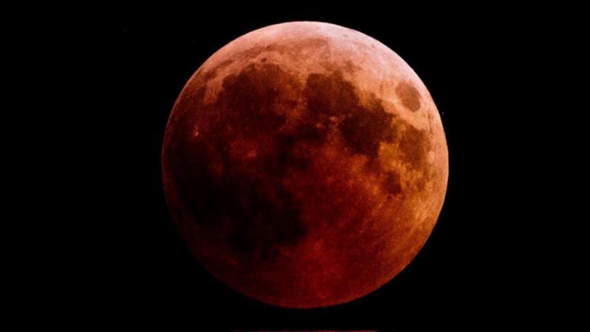 La Superluna de sangre de lobo apareció así en territorio europeo — España