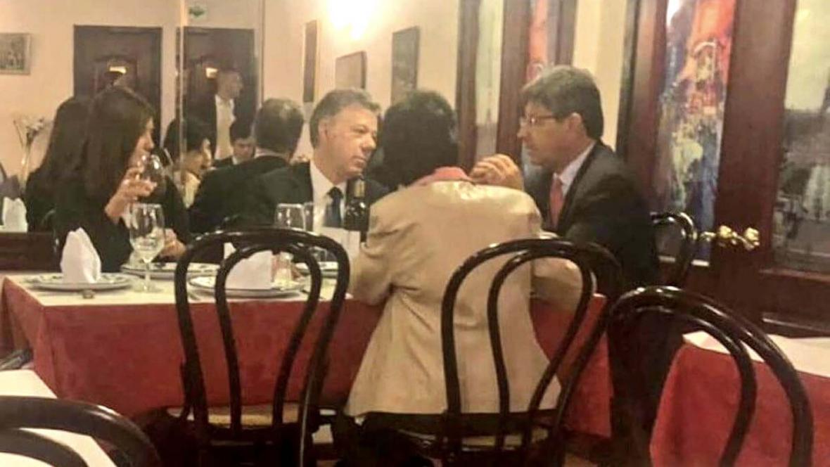 El almuerzo del ex presidente Santos con magistrados de la Corte Constitucional, entre ellos Alejandro Linares.