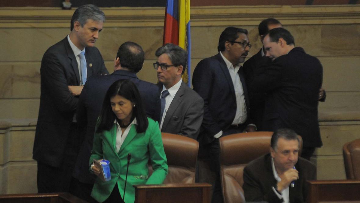El ministro de Hacienda, Alberto Carrasquilla, y la directora de Planeación, Gloria Amparo Alonso, debieron emplearse a fondo para sacar adelante el PND, que estuvo a punto de hundirse en las comisiones económicas del Congreso.