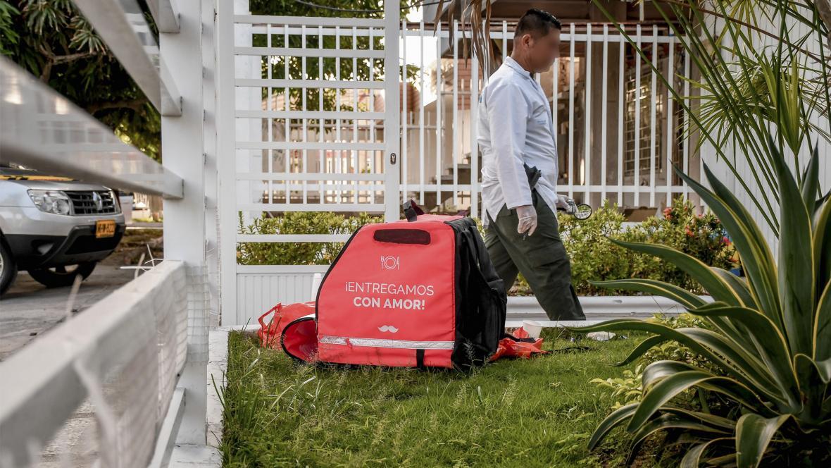 Caja de domicilios abandonada por el asesino de Angélica Ruíz. Empresa Rappi aclaró que este no esta afiliado con ellos.