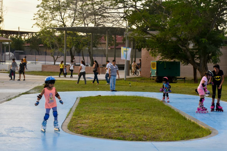 Resultado de imagen para gente en el parque muvdi