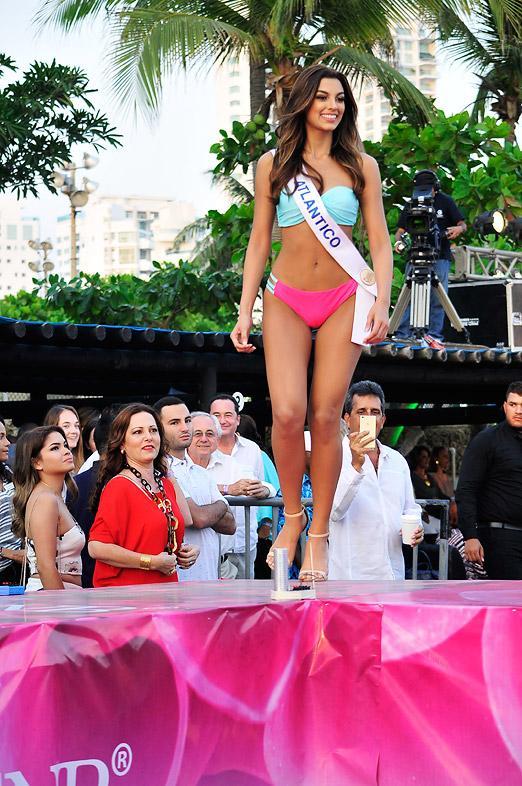 Desfile Traje Candidatas En Baño A ImágenesEl De Las QrCBWdxeoE