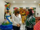La secretaria de Cultura del Distrito, María Teresa Fernández, en su visita a la exposición.
