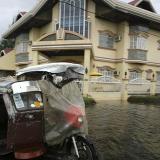 Tres muertos y 125.000 evacuados tras la llegada del tifón Haiyan a Filipinas