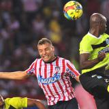 En un juego de muchas fricciones y escasas ocasiones de gol, Junior y Atlético Nacional empataron ayer 0-0 en el estadio Metropolitano.