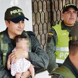 El coronel Fredy Tibaduiza le devolvió la niña de dos meses de nacida a su familia.