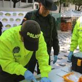 El general Ricardo Restrepo Londoño, director de Antinarcóticos, inspecciona el operativo.