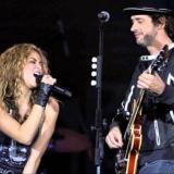 Shakira y Gustavo Cerati en el escenario.