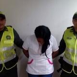 Agentes de la Policía registran la captura de la mujer de 23 años capturada.
