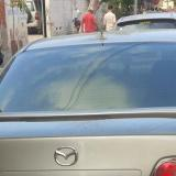 En este auto Mazda 6 se movilizaban tres de los presuntos fleteros detenidos. Otro manejaba la moto AX 100.