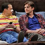 Alan Harper (Jon Cryer) y Walden Schmidt (Ashton Kutcher) los protagonistas de la serie.