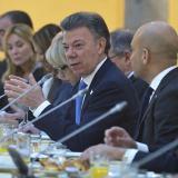Santos en reunión con empresarios españoles durante el tercer día de su visita a España.