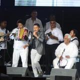 La dinastía López en pleno: Miguel, Álvaro, Pablo y Navín, mientras Jorge Celedón interpreta 'El cantor de Fonseca'.